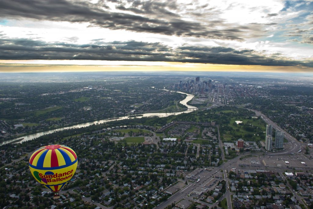 Take a balloon ride with Sundance Balloons-Calgary staycation ideas