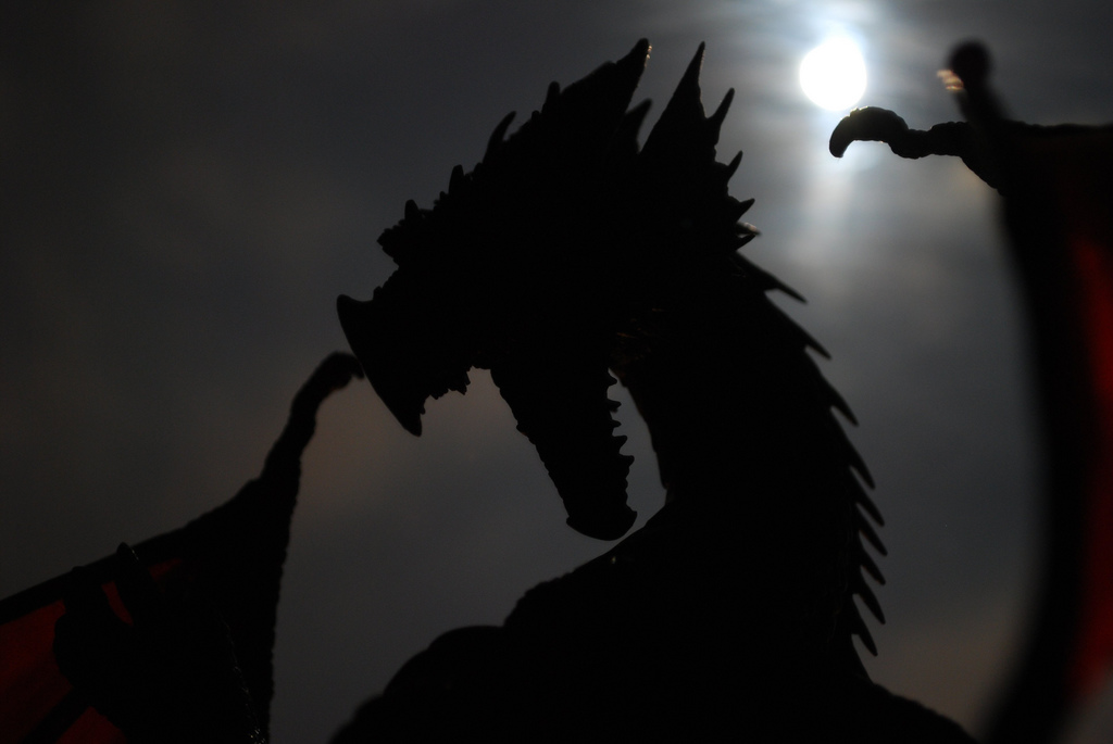 Dragon and moon / Dragon y Luna