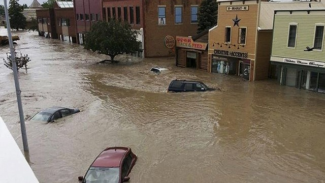 Calgary-flooding-cars-jpg