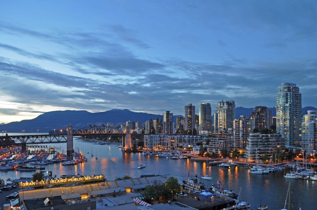 Vancouver family friendly hotels near B.C. Place