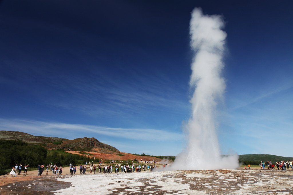 things to do in Iceland- great geyser along the Golden Circle Iceland